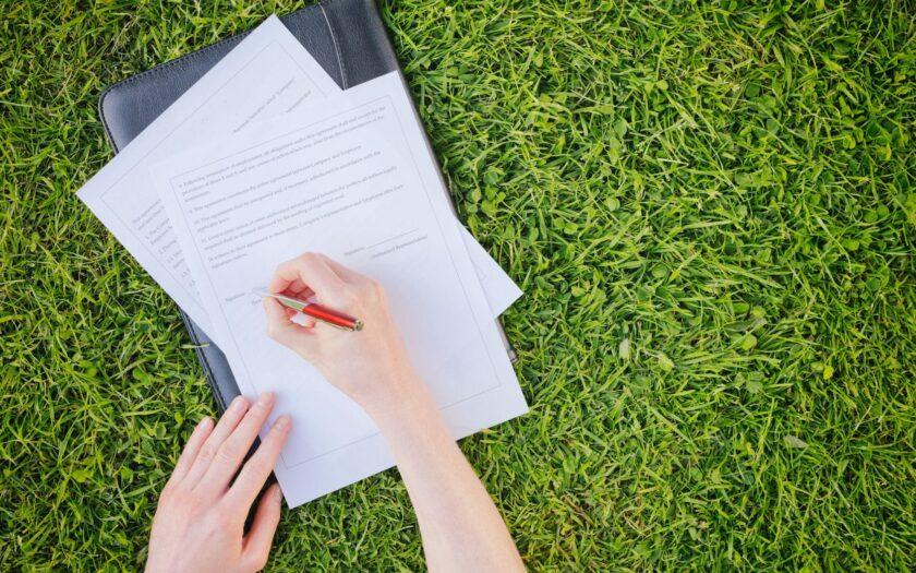 Какие документы нужно проверить при покупке дома с земельным участком