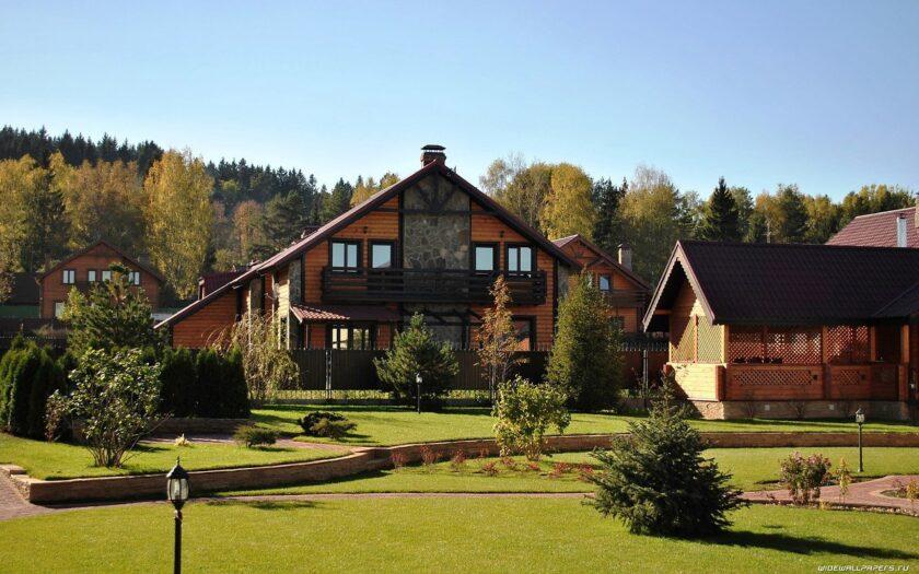 Покупать или продавать загородный дом